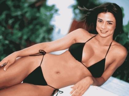 hot babe in bikini