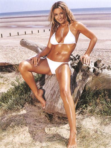 Hot babe in sexy bikini