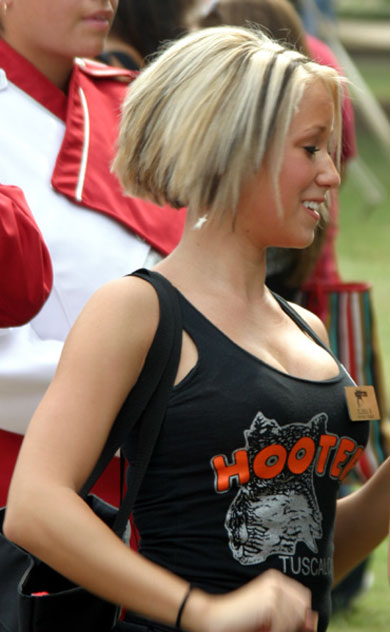 Hot Hooters babe